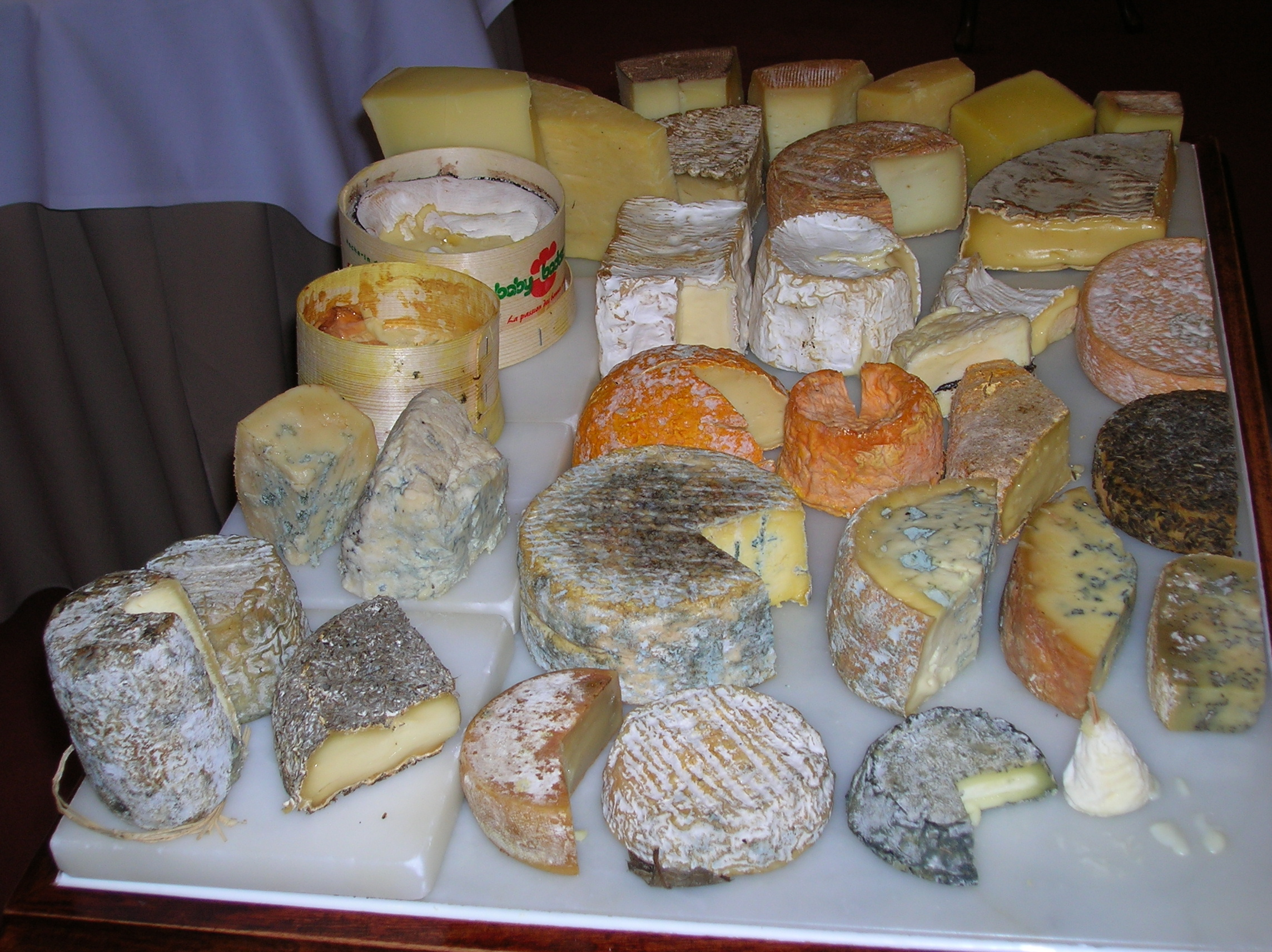 https://commons.wikimedia.org/wiki/File:Cheese_Cart_in_Gordon_Ramsay_restaurant.JPG