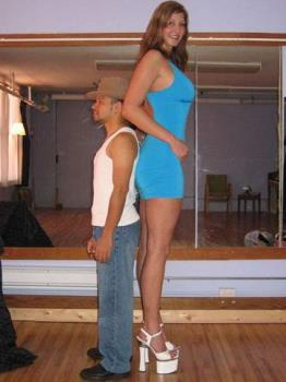 The tallest woman in the world, in comparison!!!!! - The tallest woman in the world, in comparison!