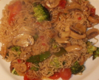 Chinese Style Noodles - Noodles and vegetables with chinese spices, easy and quick.