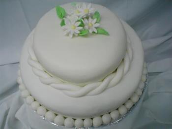 fondant cake - daisy fondant cake