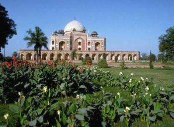 Humayun tomb - Humayun tomb which is in delhi.It's an emperor's tomb.It is sorrounded with greenery.