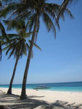 Picture of Phukka beach in boracay island - A picture of the shoreline where you could see the white sand and clear waters in Boracay island Philippines.