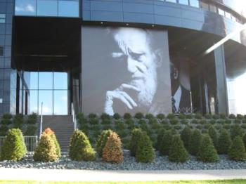 Guthrie Theatre - A great theatre of the arts for various plays. Known and unknown actors/actresses perform here.