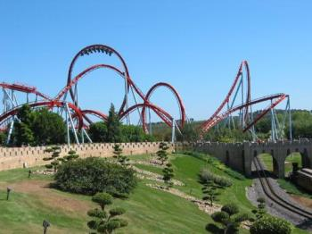 rollercoaster - wish i wasnt afraid to ride rollercoasters! T_T