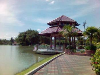 beautiful garden - The beautiful lake garden in my town.