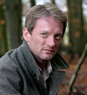 Douglas Henshall(Nick Cutter) - The cutie in charge of the Primeval program