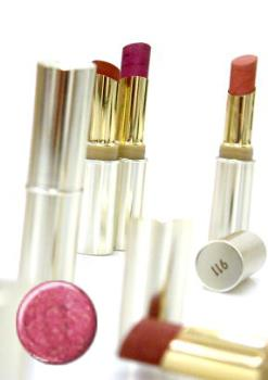Lipstick - I might not wear light pink or dark burgundy but I do like these L'Oreal colours here!