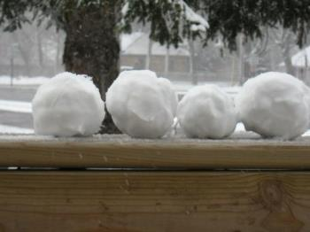 Let's have a snowball fight! - I love snowball fights.