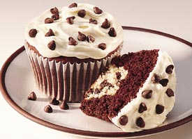 Dalmation cupcakes - oh my goodness. yummy dalmation cupcakes that look so good my mouth is watering right now as i type.