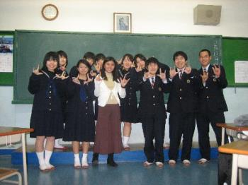 me and my japanese classmates - that's taken way back 2006, when i was an exchange student in Japan. ^_^