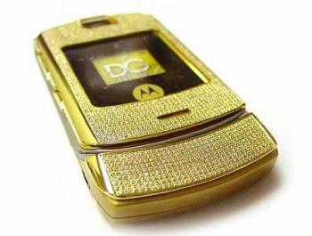 Diamond Phone anyone? - This is one of the first models to be studded with diamonds to try and appeal to the rich and the famous.