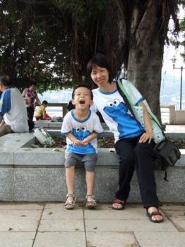xi and mom's photo - xi and mom's photo, we wear the same and we look alike.