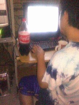 Coke while online - Coke drinking