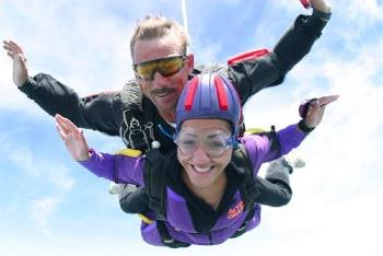 Sky Diving Tandem - Sky diving is one of the things I want to do before I die. I think it will be such a great experience and I also think it is a pretty solid thing to brag about.. lol. Not a lot of people has the guts to pull this off so one day, I will try to do this. :)