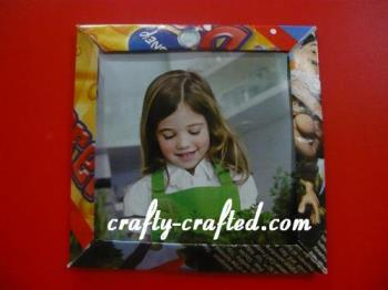 Origami Frame - Dont let your old magazines go to waste. Create a nice frame out of it.