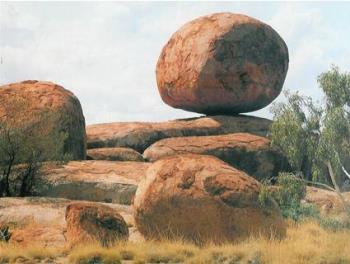 Devil's Marbles - Devil's Marbles, rock formation in NT Aus