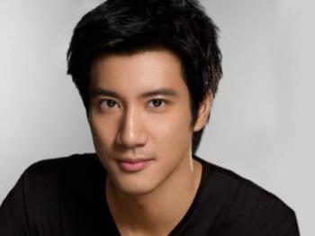 Alexander Wang Lee Hom - http://en.wikipedia.org/wiki/Wang_Leehom