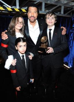 mjkids - _Paris, Blanket and Prince with Lionel Richie...