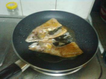 frying fish - this is milkfish that i'm cooking.