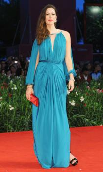 Rebecca Hall - Is this fashion? I'm scratching my head!