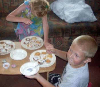 Harry and Alice making cakes - My two grandchildren decorating their cakes!!