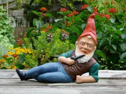Lash at a Garden Party - Gnomish Lash relaxing at Pandemonium