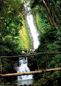 falls  - one of the places we have visited in our Ilocandia tour was this beautiful falls. :)