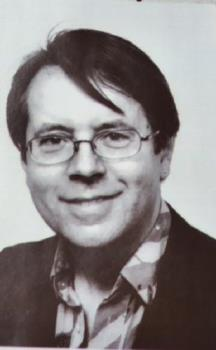 A Fringe on a Man - Yes, men can wear their hair long over their foreheads, such as this guy (actually crh back in '04?), but his is not too long, and therefore not uncomfortable.