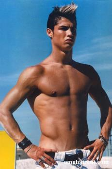Christiano Ronaldo is a handsome guy. He always we - Christiano Ronaldo is a handsome guy. He always wears his hairstyle well.