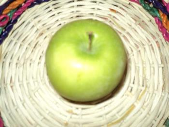 Green Apple - Green Apple is more nutritious.