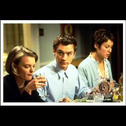 film snap - jude law in dinner....
