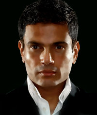 Amr Diab - Amr Diab posing for his Kammel Kalamak Album.