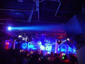 I love to go to the club in east village,new york  - I love club!