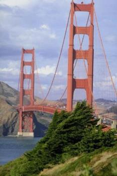 the Golden Gate Bridge - bridge over the san francisco bay.