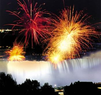this pic is very cool. Fireworks in Nigara! - this pic is very cool. Fireworks in Nigara!