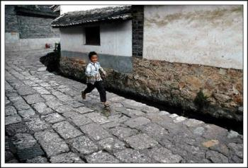 Running - PHOTO OF A BOY RUNNING IN A STREET IN Lijiang - Yunnan