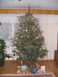 Christmas Tree with presents - My parents Christmas Tree with some presents under. :)