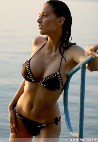 Zsuzsanna Ripli - Zsuzsanna Ripli in bikini