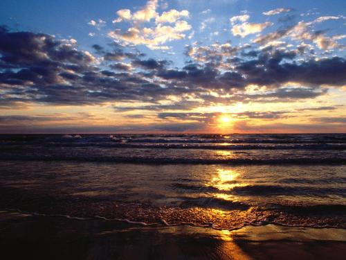 Evening Glory, Lake Michigan - 1600x1200 - ID 19 - Destination - Evening Glory, Lake Michigan - 1600x1200 - ID 19............ Best locations from around the world ... Truly an adventurer's paradise...High Resolution Photography