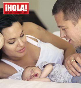 Angelina Jolie, Brad Pitt and their Baby - A picture of Angelina Jolie, Brad Pitt and their Baby
