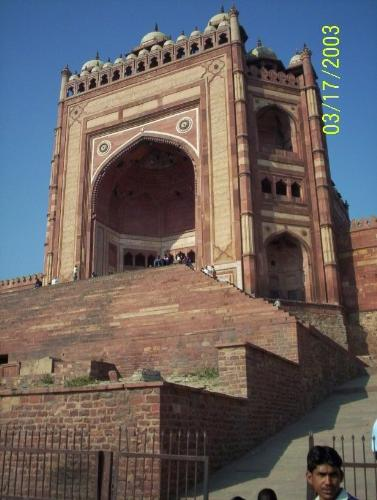 Guess the Place - somewhere in India is this famous gate