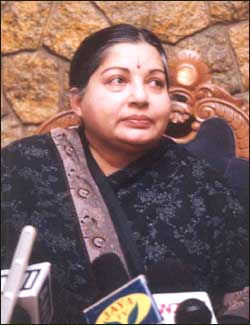 jayalalitha - Handle the AIADMK is a single lady - Jayalalitha