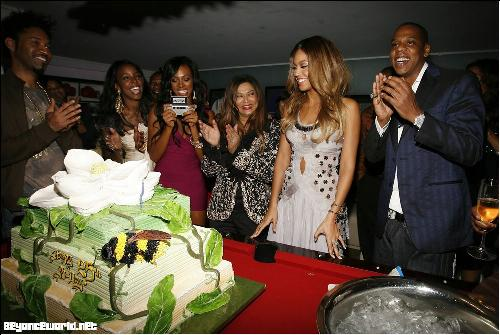 Beyonce's Birthday Party - Beyonce & her big pretty cake!