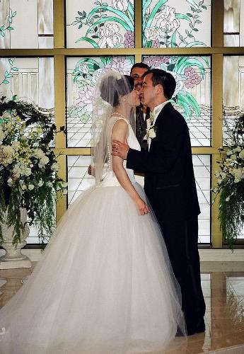kiss the bride - why kissing the bride is the way to show that the ceremony has ended?