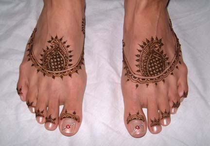 Henna Tattoo on Feet - This is a beautiful example of a henna tattoo.