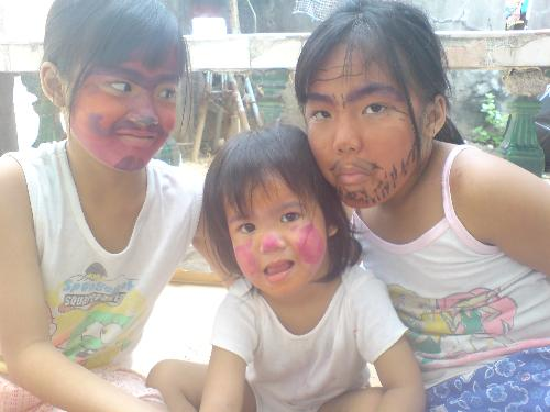 All painted! - The kids are having fun... Got themselves painted up...