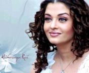 aish - well aish is looking very gorgeous in this photo. she is very beautiful, i like her very much