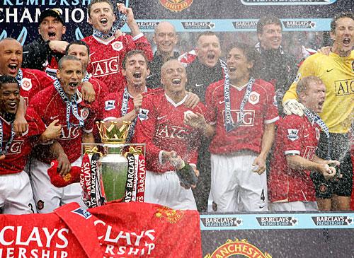 man u champions epl 2007 - man u celebrating victory in epl 2007