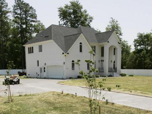 Home of NFL Star Michael Vick - This is the home involved with the alleged dog fighting.