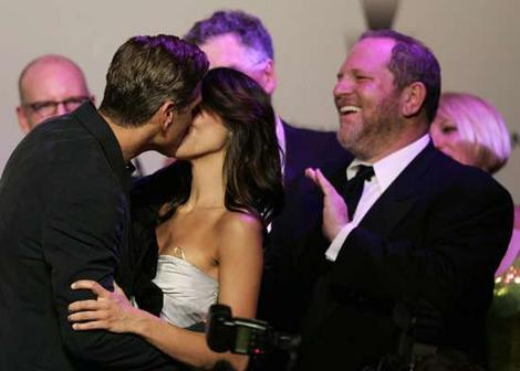 Geoege clooneys million dolar kiss - pic describes it all